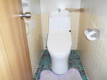 新しくピカピカのトイレになりました。ウォシュレットだけでなくオート便座洗浄など便利な機能がたくさん付いています。