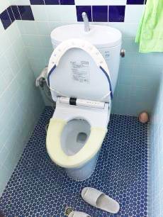 便座の温風乾燥機能が故障したため、今回新しいトイレに取り替えさせていただきます。