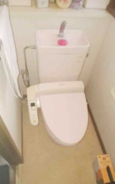 新築時より18年ご使用いただいたトイレです。