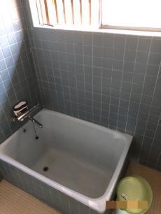 浴槽のお湯は冷めやすく、冬場は何度も追い焚きが必要でした。