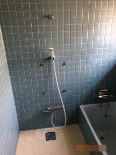 床、壁全体がタイルで冬場はとても寒いお風呂でした。