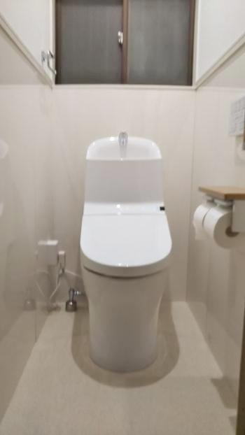トイレの設置も完了しました。節水型で家計にやさしく、お手入れも簡単なトイレになりました。