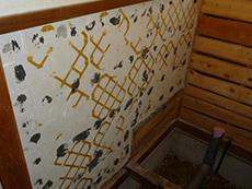 床や壁の傷みが気になるため、 下地の補強も行います。