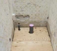 床を上げて入口の段差を無くし、断熱材もしっかり入れました。