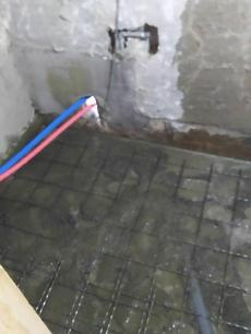 メッシュ背筋を入れてコンクリートの強度を強くします。