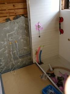 お風呂を解体していきます。 解体は1日で完了しました。
