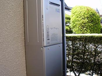 エコジョーズ暖房給湯器に取り替えました。環境にやさしく、CO2の排出が従来より少ない給湯器です。