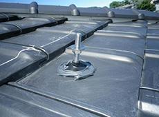 ゴムキャップのまわりを更にシリコンで防水します。