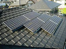 太陽光パネルの取り付けが完成しました。