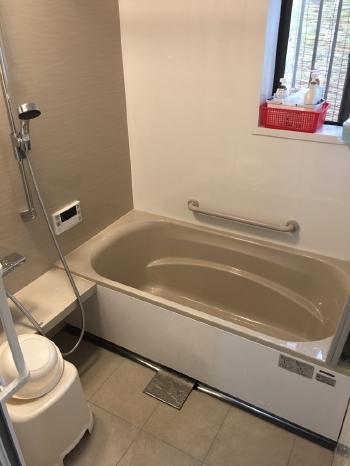 ぴったりサイズのシステムバスで広々としたあたたかいお風呂になりました。
