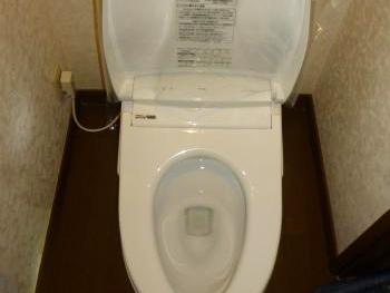 お手入れしやすく、従来の1/3の水でしっかり流せて節水効果もあります。 タンクレストイレで見た目もすっきりしました。