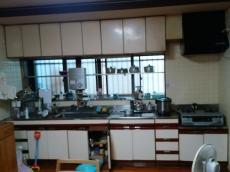 長年お使いになられたキッチンです。