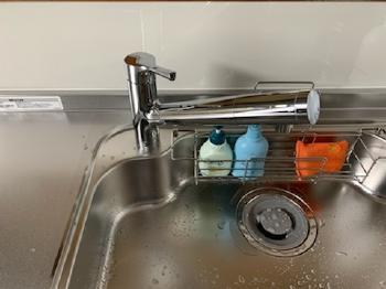 水栓は節水仕様のため、ヘッド部に浄水カートリッジが内蔵されています。