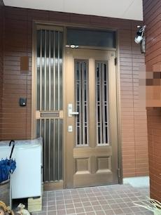 取り替え前の玄関ドアです。