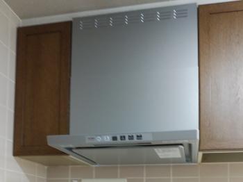 整流板のフィルターは、吸い込み風速を加速して油煙をしっかりキャッチします。 また、細かい凹凸が少ないのでお手入れも簡単です。