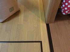 既存の床の上に床暖房を施工したので、入口にはスロープをつけて段差を解消しました。