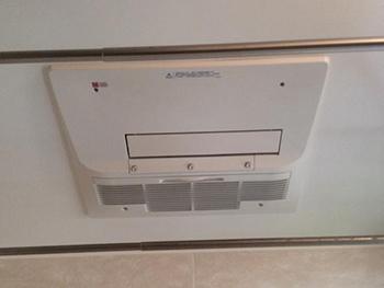 お風呂には浴室暖房乾燥機を設置しました。 ミストタイプを選ばれたので、ご自宅でミストサウナもできます。