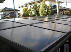 カーポートの屋根にコケが付いていたので、サービスとして高圧洗浄できれいにしました。ガスリビング三重は細かいサービスがいっぱいです!