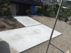 奥様のバイクが入りやすいよう新たに土間を打ちました。
