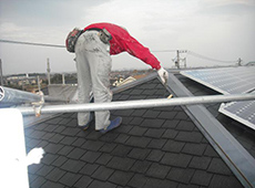 屋根も下地塗りと上塗り(2回塗り)をしてきれいに仕上げていきます。