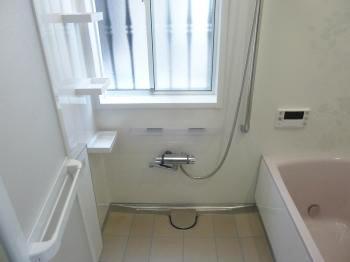 天井・壁・浴槽をたっぷりの保温材で包み、冬場の寒さを和らげてくれます。