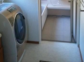 洗い場には床暖房が入っており、冬場は足元までぽかぽかです。