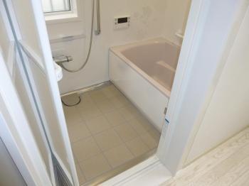 お風呂はタカラスタンダード製の「レラージュ」です。