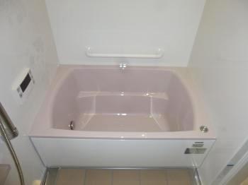 アクリル人造大理石浴槽で傷つきにくく、お手入れも簡単です。
