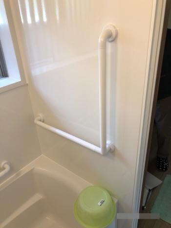 手摺りを設置したので、浴槽から立ち上がるときや脱衣場への出入りも安全です。