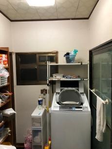 脱衣場もひんやりしており、入浴の際は電気ストーブを使用されていました。