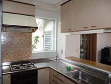 20数年の間利用されたキッチンです。きれいにお使いいただいていました。
