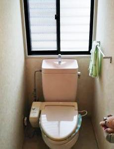 トイレの施工前の様子です。