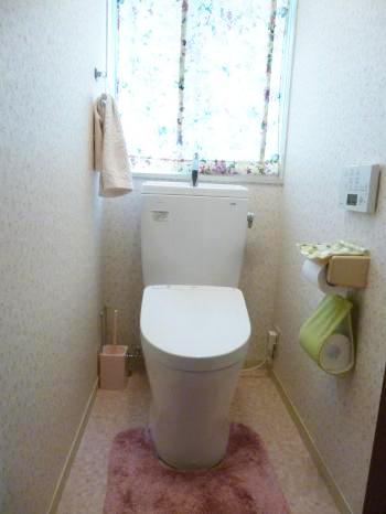 トイレはTOTO製「ピュアレストQR」です。 従来の1/3の水で洗浄でき、節水効果もあります。
