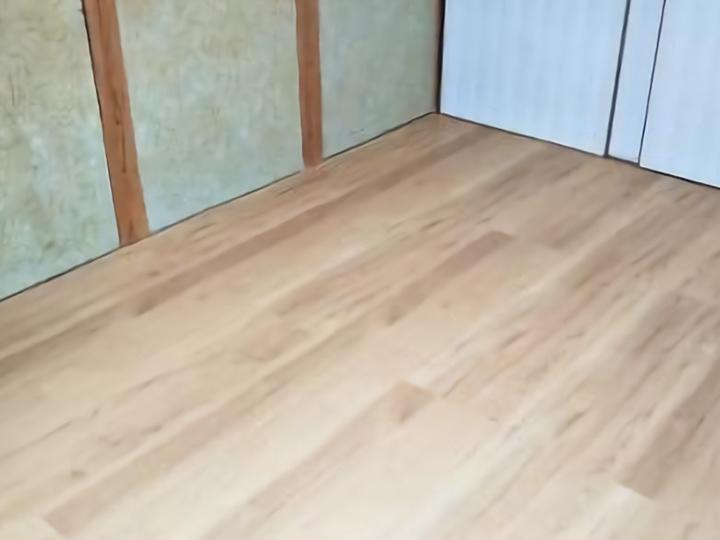 畳からフローリングへの改修も終わりました。 明るい色の床材をお選びいただいたのでお部屋全体が明るくなりました。