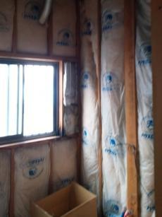 お風呂を解体してから、断熱材や配管などを新しく施工しました。