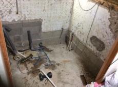 浴室を解体します。