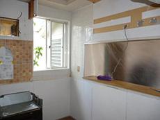 古いキッチンを解体、撤去しました。