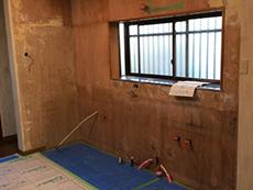 下地補強と給排水・ガス・電気の逃げ工事が完了しました。