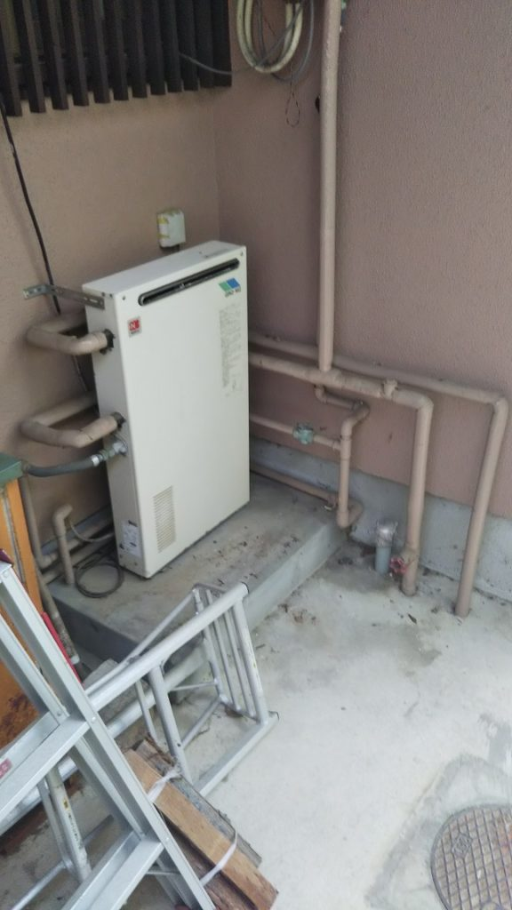 20年以上お使いになられていた給湯器。 壊れる前にお取替えさせていただきます。