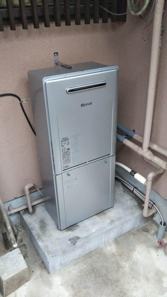 本体にマイクロバブル発生器が内蔵されているため、見た目は普通の給湯器と変わりません。 施工も本体のお取替えと浴槽金具の交換のみです。