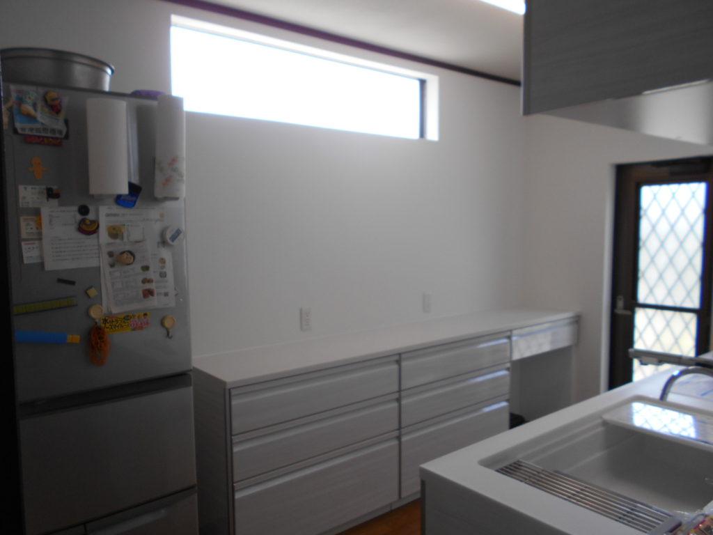 採光窓からの光が入り明るくスッキリしたキッチンになりました。