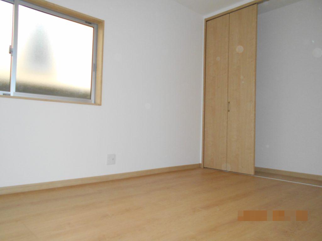 寝室は6畳でクローゼット付き。