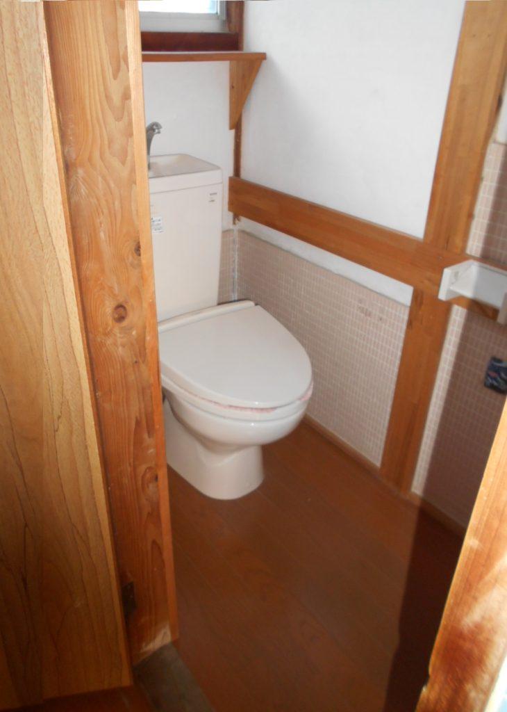 トイレは洋式トイレですが、暖房便座やウォシュレットは付いていません。