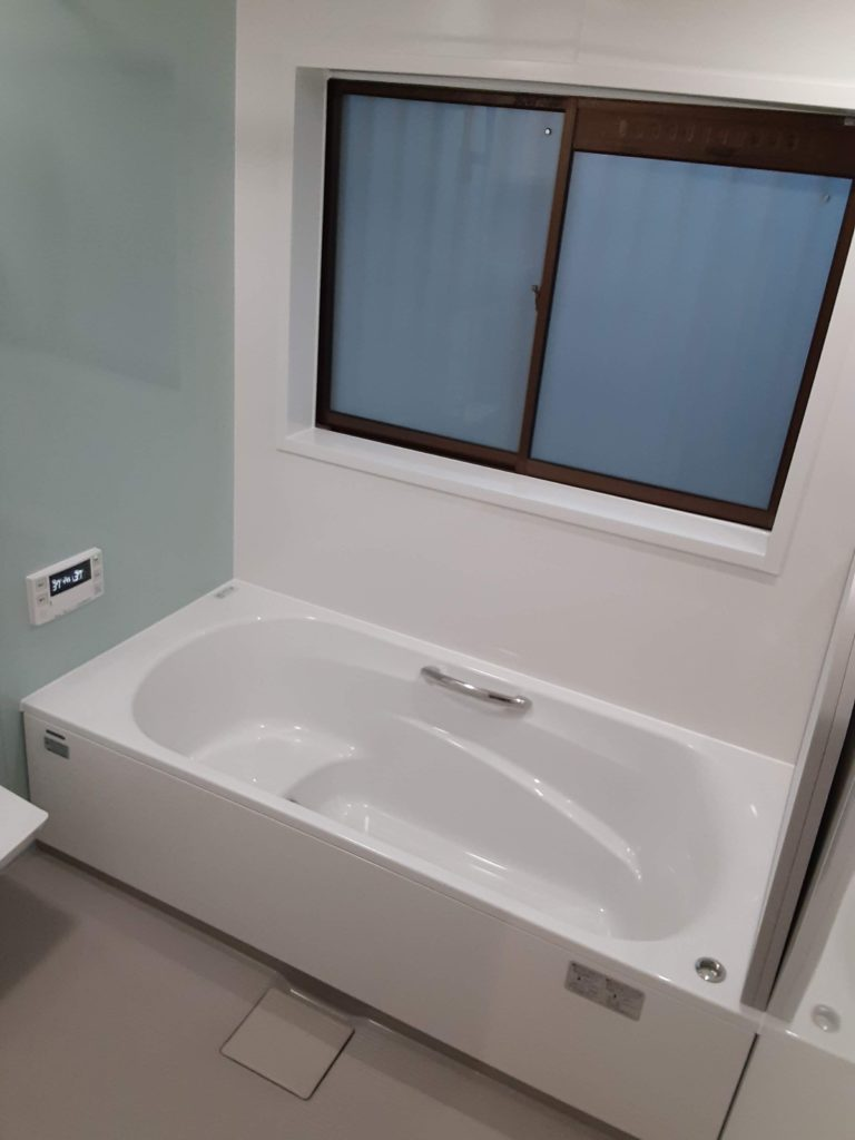 ユニットバスが完成しました。 お掃除がしやすく、広々とした浴槽になりました。