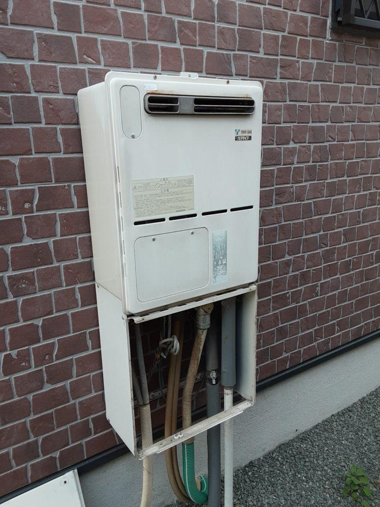 約10年お使いになられた給湯器です。