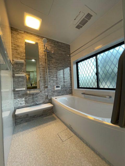 新しいお風呂はTOTO サザナです。浴暖くんも完備し、あったかぽかぽかの浴室です。