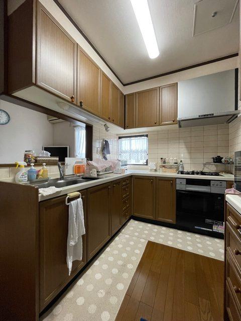 お風呂と同時にキッチンも施工させていただきます。 収納も清掃性も更に良くなるようお取替えします。
