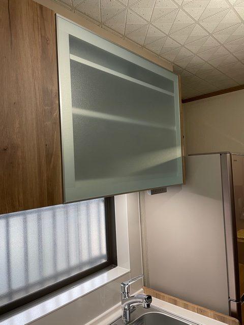 お客さまと相談の結果、 食洗機ではなく電動昇降棚を採用。