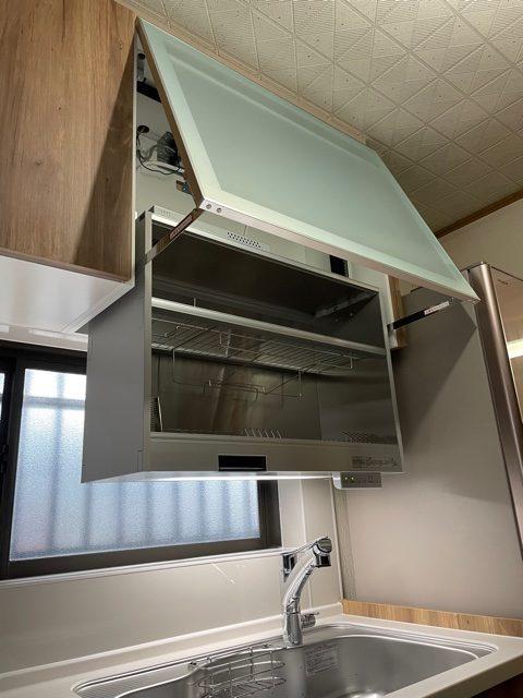 今までは洗い終わた食器は横に重ねて置いていましたが、 この中に入れていただくことで乾燥まででき、スペースも利便性も 一気に確保! まさにラク家事なキッチンです!