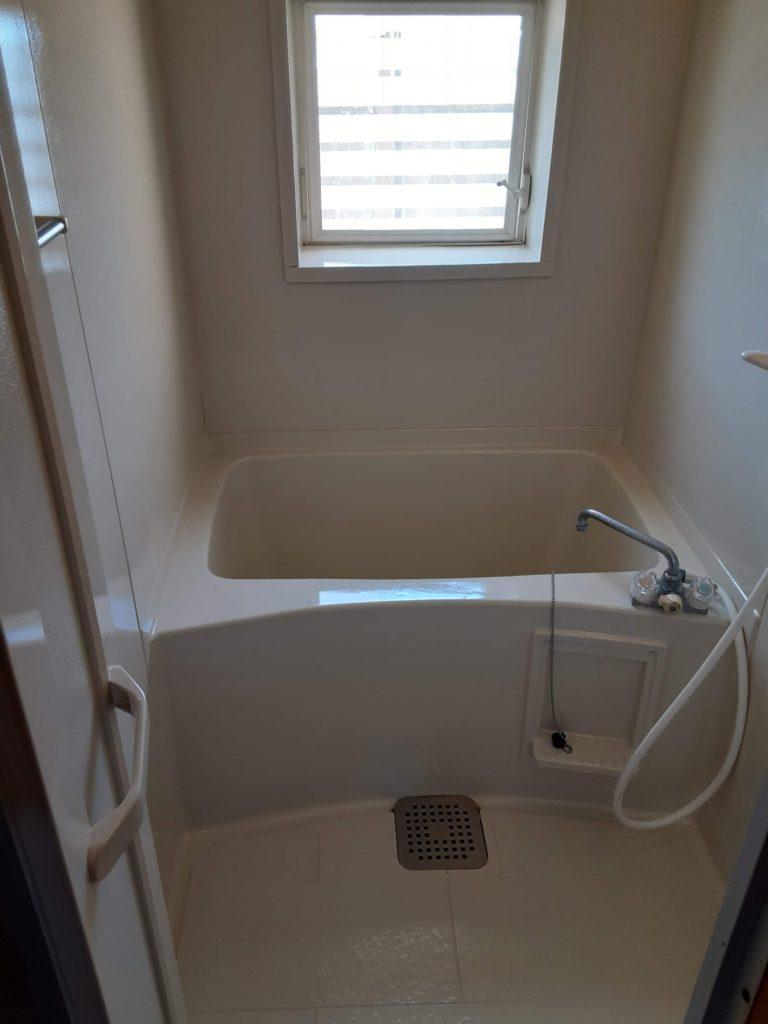 浴室も全塗装し、汚れも消えて綺麗になりました。